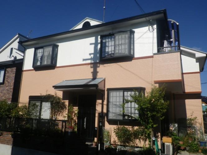 新築時の色がお気に入りとの事で、新築時と同色をチョイスして頂きました。 屋根、壁とも遮熱仕様で仕上げました。